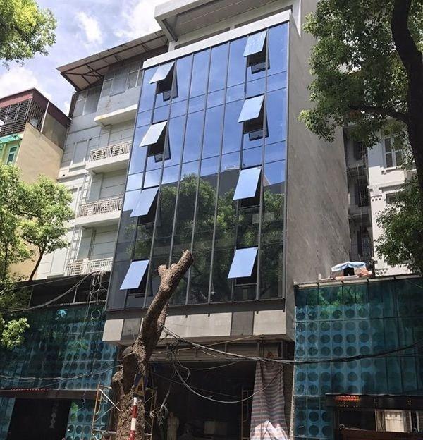 Thi công vách kính mặt dựng cho nhà phố
