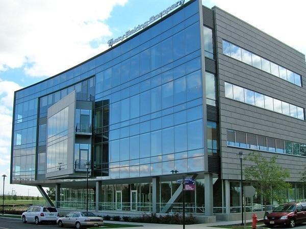 Vách kính đẹp cho văn phòng và công ty cao tầng