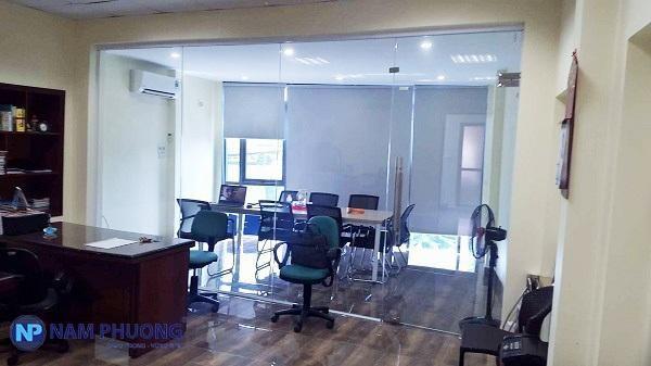 Nam Phương Window lắp đặt vách kính cho công ty Luận Dung để làm vách ngăn văn phòng