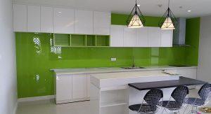 Thi công kính màu ốp bếp tại hà nội 1