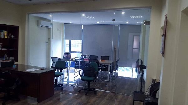 Vách ngăn phòng làm việc và phòng họp