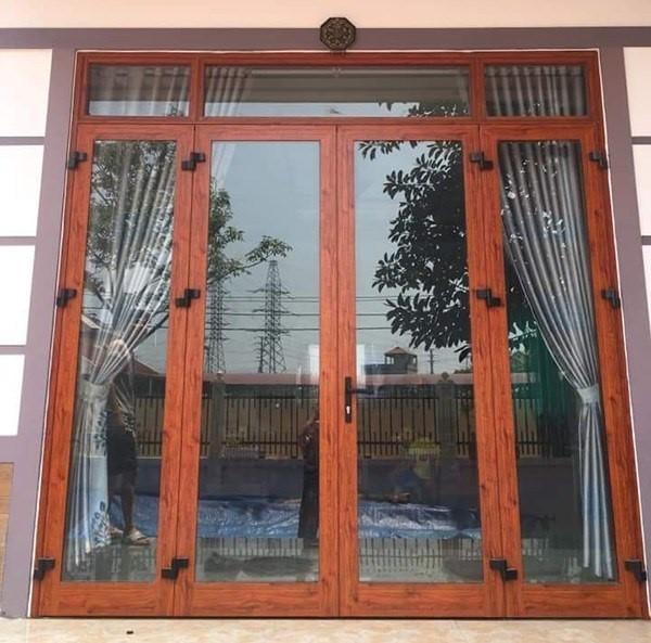 Mẫu cửa đổ nhôm Xingfa tem đỏ kiểu chớp lật