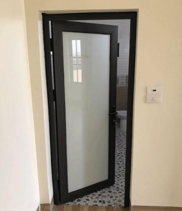 Mẫu cửa phòng tắm nhôm kính việt pháp hệ 450 màu trắng sữa mờ