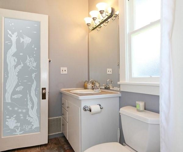 Mẫu cửa nhôm kính Xingfa nhà vệ sinh trang trí hoa văn đẹp mắt