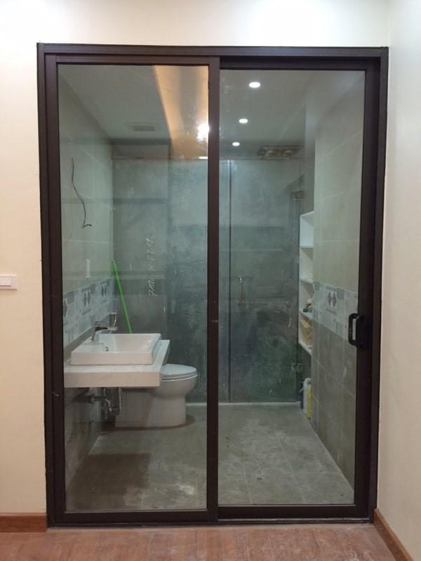 Mẫu cửa nhôm kính Xingfa có pano chuyên dụng màu trắng